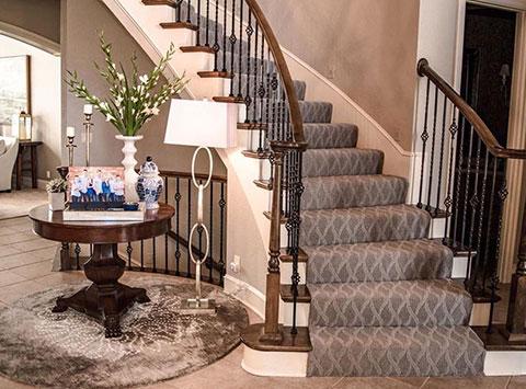 img-grid-carpet-on-stairs