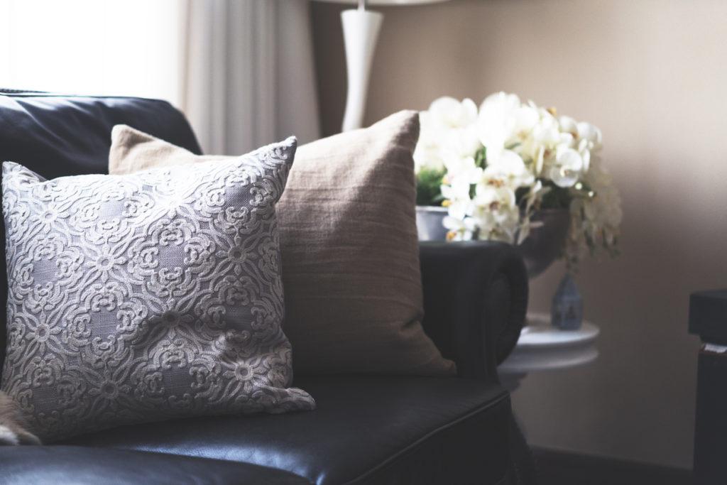 textured-throw-pillows