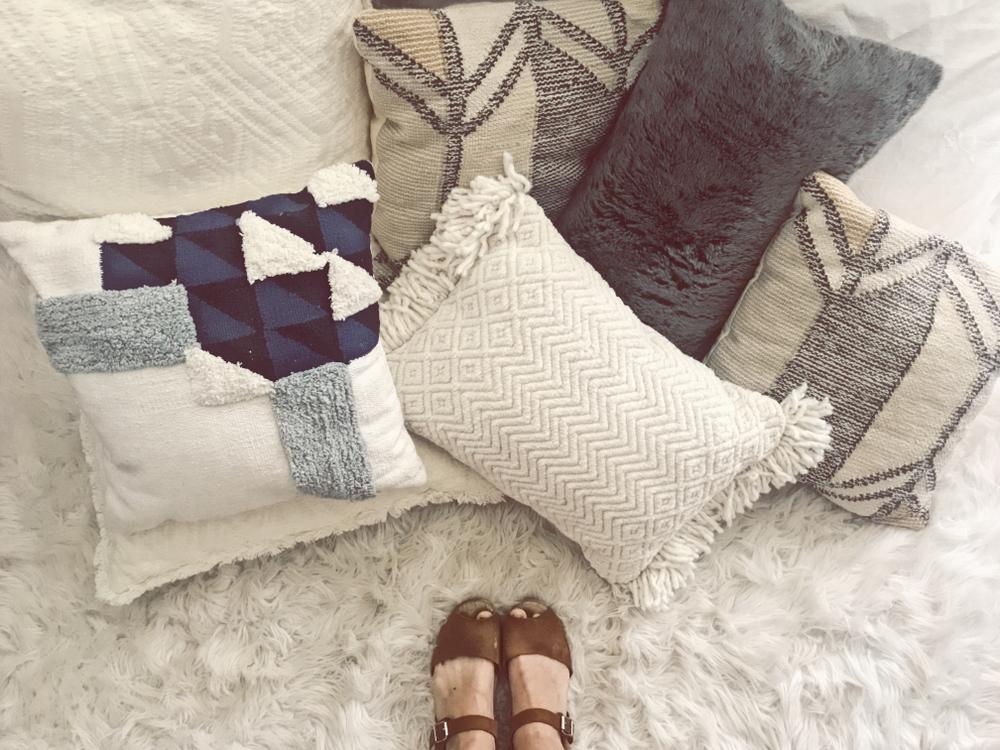 throw-pillows-decorative