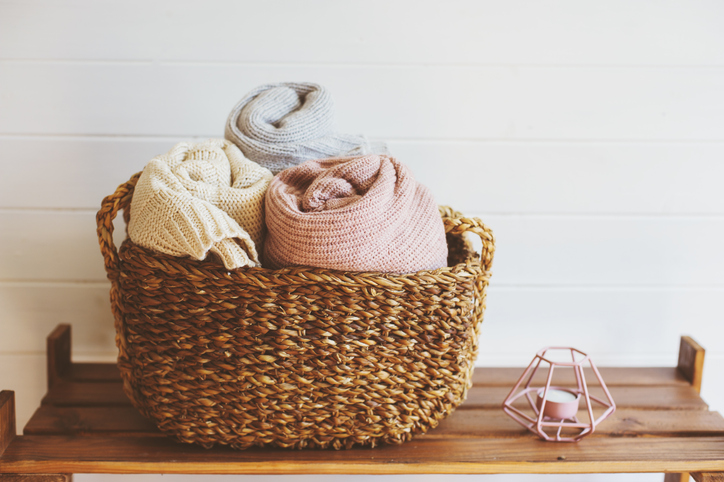 cozy-blankets-in-basket